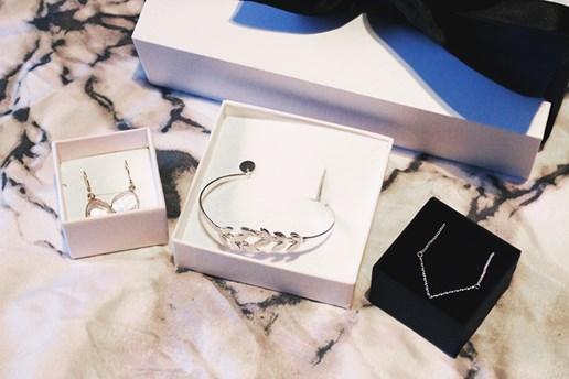 Snowbox med smycken från Isabel Lennse och Syster P